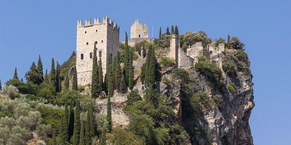 Das Schloss in Arco: die alten Bauten erkunden
